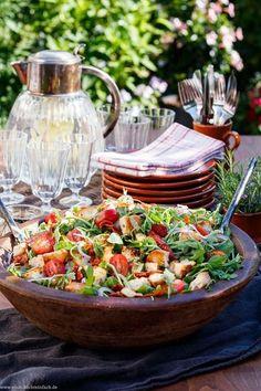 Mediterranean bread salad - made quick and easy - emmik .- Mediterraner Brotsalat – schnell und einfach gemacht – emmikochteinfach Mediterranean bread salad – www. Pork Recipes, Crockpot Recipes, Salad Recipes, Cooking Recipes, Healthy Recipes, Easy Recipes, Healthy Salads, Drink Recipes, Ciabatta