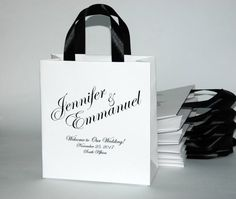 25 Elegant Wedding Welcome Bags with satin ribbon handles and your names - Personalized bags for you Wedding Gift Bags, Wedding Welcome Bags, Wedding Favors For Guests, Wedding Gift Baskets, Wedding Thank You, Party Bags, Party Gifts, Gold Birthday Party, Personalized Wedding