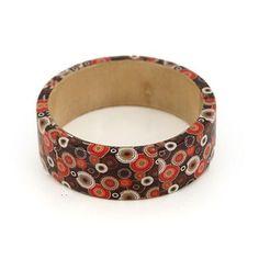 BANGLE MARCELLA MARRONE ROSSO  -  Grazioso bangle in legno rivestito in carta a disegno geometrico.