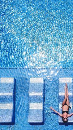 R E L A X | #Riupalacesantamaria ¡Espectacular el brillo del agua! Camas de agua revestidas con mosaico CAPRI #AqualuxeHisbalit ✨💙 📐@deart_hotel/ 📸 @riuhotels #mosaic #tiles #mosaico #piscina #pool #pooldesign #poolconstruction #piscinasbonitas #piscinas Spas, Swimming Pools, Capri, Inspired, Waterbed, Pools, Mosaics, Sparkle, Swiming Pool