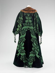 Worth evening coat, 1901    From the Metropolitan Museum of Art