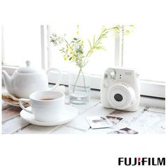Câmera Instantânea Fuji Instax Camera Mini 8 Branca com Visor de Imagem Real e Foto em 6x9 cm - R$ 318,74 Á vista na Fast Shop