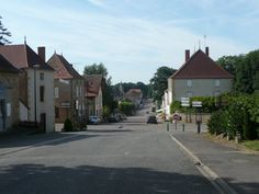 Rue principale de Saint-Christophe-en-Brionnais.