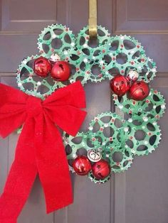 perfect holiday automotive decor to keep the theme going Bicycle Crafts, Bike Craft, Bicycle Art, Bicycle Design, Diy Fall Wreath, Fall Wreaths, Christmas Wreaths, Christmas Decorations, Bike Decorations