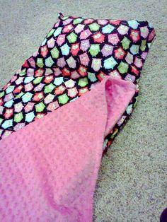 Easy nap mat tutorial or for sleep overs! Baby Nap Mats, Kids Nap Mats, Toddler Nap Mat, Sewing Hacks, Sewing Crafts, Sewing Projects, Nap Mat Pattern, Nap Mat Tutorial, Nap Pad