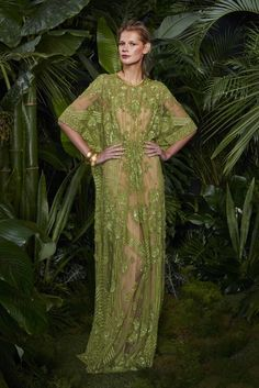 Get inspired and discover Naeem Khan trunkshow! Shop the latest Naeem Khan collection at Moda Operandi. Naeem Khan, World Of Fashion, High Fashion, Fashion Show, Fashion Design, Punk Fashion, Lolita Fashion, Maxi Robes, Weekend Outfit