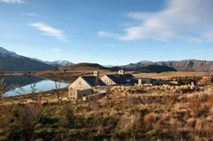 Central Otago House is a traditional mountain refuge designed by New Zealand studio Sumich Chaplin Architects. This mountain house is . Central Otago, Amazing Buildings, Small House Design, Stone Houses, Architecture Details, New Zealand, Building A House, Beautiful Homes, Villa