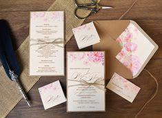 NOVÝ SVATEBNÍ VINTAGE SET 🌺🌱🌸 Tento překrásný svatební set kombinuje dva strukturované papíry s motivem romantických růží a třešňových květů. A navíc design svatebního oznámení a menu kartičky je doplněn o ručně vázanou mašličku z provázku. 😊  #svatba #svatebnioznameni Place Cards, Place Card Holders, Vintage, Design, Weddings, Invitation Text, Natural Colors, Card Wedding, Personalized Stationery