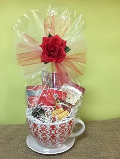 19 Great Coffee Gifts For Women Candy Gift Baskets, Valentine's Day Gift Baskets, Candy Gifts, Valentine Gift Baskets, Valentines Diy, Valentine Day Gifts, Diy Gifts To Make, Homemade Gifts, Tea Gifts