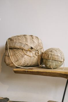 Traditional woven baskets made by Brazil's indigenous Xavante tribe. Domed, hinged lid fastens with a tie. Each basket comes with a braided shoulder strap. Stunning interlocked herringbone structure with braided accents. Made in Brazil. Rattan, Ethno Style, Weaving Textiles, Basket Bag, Basket Weaving, Woven Baskets, Cheap Baskets, Mode Outfits, Mode Inspiration