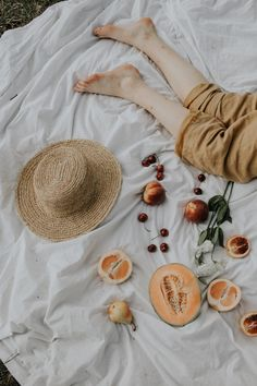 Summer Picnic in Nashville Picnic Photography, Creative Photography, Editorial Photography, Amazing Photography, Product Photography, Photography Ideas, Picnic Set, Summer Picnic, Picnic Ideas