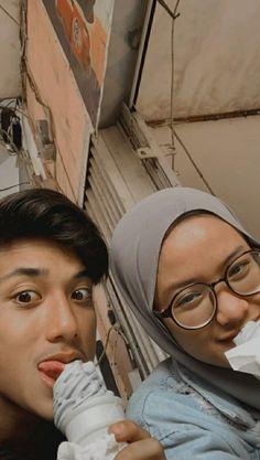 Boy Pictures, Girl Senior Pictures, Couple Pictures, Cute Muslim Couples, Cute Couples Goals, Couple Goals, Boy And Girl Best Friends, Guy Best Friend, Ulzzang Korean Girl