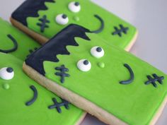 Happy Frankenstein Sugar Cookies for Halloween - All you need is a basic rectangle cookie cutter!
