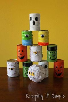Halloween bowling cans ~ simple halloween party game. This could be fun for Halloween camping! Theme Halloween, Halloween Cans, Halloween Party Games, Halloween Birthday, Easy Halloween, Holidays Halloween, Halloween Decorations, Halloween Projects, Homemade Halloween