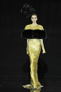 See the complete Guo Pei Fall 2016 Couture collection.
