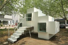 Tiny Pre-Fab Modular Rooms Add Up to a Stackable Home