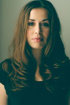 Ida Gard | Doors Wer sich für kraftvolle Künstlerinnen wie Tori Amos, KT Tunstall und Alanis Morissette begeistern kann, wird Ida Gard lieben.     #idagard #live #ravensburg #konzert #studio104 #oberschwabenhalle   www.liveinravensburg.de