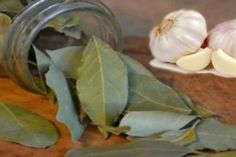 I-Never-Thought-That-7-cloves-of-Garlic-with-7-Bay-leaves-in-a-Bottle-Would-do-This