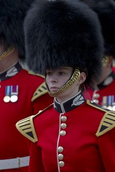 """This bandswoman of the British Army's famous Scots Guards proudly wears her bearskin hat well; and if you mistakenly call it a """"busby"""" -- look out! British Army Uniform, British Uniforms, Men In Uniform, Military Cap, Military Women, Military Uniforms, Queens Guard, Drum Major, Royal Blood"""