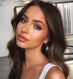 28 Beautiful Makeup Ideas For Prom - EveSteps - - 28 Beautiful Makeup Ideas For Prom - EveSteps Beauty Makeup Hacks Ideas Wedding Makeup Looks for Women Makeup Tips Prom Makeup ideas Cut Natural Makeu. Make Up Guide, Ball Makeup, Natural Makeup Looks, Natural Prom Makeup For Brown Eyes, Natural Lipstick, Natural Summer Makeup, Natural Beauty, Summer Makeup Looks, Simple Prom Makeup