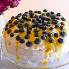 Blueberry and Lemon Curd Cloud Pavlova How To Make Meringue, Making Meringue, Lemon Curd Pavlova, Pavlova Recipe, Lemon Curd Recipe, Healthy Baking, Tray Bakes, Cooking Recipes, Yummy Recipes