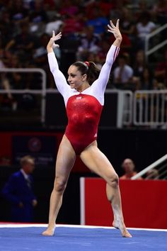 Jordyn Wieber performs on the floor exercise