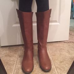 These are in E x c e l l e n t condition! Ciao Bella Thabata Boot size 9M in Whiskey color. Excellent condition and beautiful leather. Ciao Bella Shoes Winter & Rain Boots