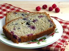 Sugar Free Banana-Berry Bread // Use applesauce in stead of oil Saskatoon Recipes, Saskatoon Berry Recipe, Baking Recipes, Whole Food Recipes, Cinnamon Roll Bread, Delicious Desserts, Yummy Food, No Bake Treats, Sweet Bread