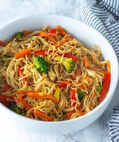 This flavorful vegetable lo mein is so easy to prepare, healthy and the bonus is it vegan and gluten-free. Made with gluten-free ramen noodles. Vegan Lo Mein, Vegetarian Lo Mein, Gf Recipes, Vegetarian Recipes, Healthy Recipes, Free Recipes, Healthy Meals, Healthy Food, Vegan Foods