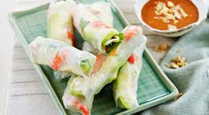 These avocado and prawn rice paper rolls make a healthy and delicious lunch or snack. Easy Eat, Quick Easy Meals, Asian Recipes, Healthy Recipes, Ethnic Recipes, Healthy Food, Avocado Rice, Coles Recipe, Rice Paper Rolls