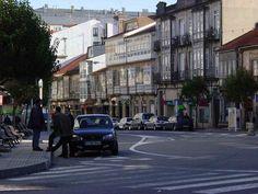 Rúa da Praza http://gl.wikipedia.org/wiki/Galería_de_imaxes_da_Estrada  Luis Miguel Bugallo Sánchez (Lmbuga Galipedia)(Lmbuga As miñas fotos en Commons)