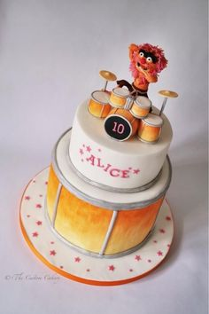 I love Animal! And I love that this cake is for a little girl!