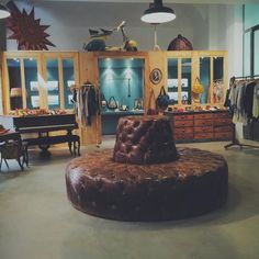 Plus de 1000 id es propos de pop and shoes concept store for Meubles concept lyon