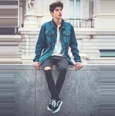 Mode Outfits, Casual Outfits, Men Casual, Mens Photoshoot Poses, Teen Boy Fashion, Mens Fashion, Look Man, Boy Poses, Photography Poses For Men