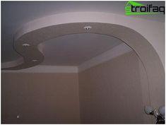 Design multi-level stropu sadrokartónu v kúpeľni