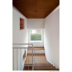 3畳の階段。 無駄なようで小さな部屋が一つ出来たように思える。 Japanese House, Cafe Interior, Stairs, House Design, Home Decor, Home Decoration, Cafe Interiors, Home Interiors, Design For Home