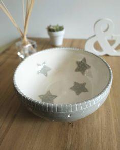 """•ℂ𝕖𝕣𝕒́𝕞𝕚𝕔𝕒 𝔸𝕣𝕥𝕖𝕤𝕒𝕟𝕒𝕝• on Instagram: """"✨Ay qué contenta estoy con esta pieza! No acostumbro a tornear piezas muy grandes y para esta use un poco más de 3kg de pasta. El segundo…"""" Pasta Piedra, Serving Bowls, Pottery, Tableware, Diy, Home Decor, Home, Painted Plates, Dinnerware"""