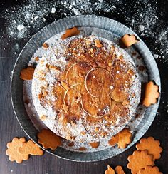 Apple cake in Tarte Tatin style for Christmas - Mehevä omenakeikauskakku, resepti – Ruoka.fi
