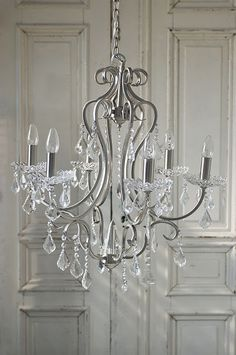 This chandelier would also go in my dream bedroom.