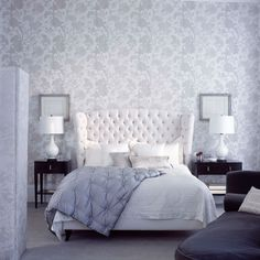 Tranquil grey and white floral bedroom wallpaper | Homes & Gardens | Housetohome | PHOTOGALLERY