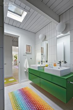 An open-plan 1973 post-and-beam house by Joseph Eichler goes from bright to brighter with help from Alison Damonte Design and Yamamar Design. A cathedral ceiling and skylights made the 2,300-square-foot interior light and airy. Photography by Bruce Damonte.