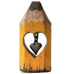 Heart, pencil-tip sculpture, by Dalton Ghetti, a 49-year-old carpenter from Connecticut, USA, using a razor blade, sewing needle, and sculpting knife. Plus, he doesn't even use a magnifying glass.