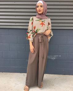 Mauve and coffee Modern Hijab Fashion, Street Hijab Fashion, Hijab Fashion Inspiration, Islamic Fashion, Muslim Fashion, Modest Fashion, Modest Wear, Modest Dresses, Modest Outfits