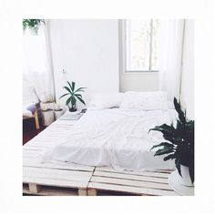 There are a lot of 28 Recycled Pallet bed frame designs in our collection. Wood pallet bed frame with lights or storage is the best design ever to try Chill Lounge, Home Bedroom, Bedroom Decor, Bedroom Ideas, Bedroom Furniture, Airy Bedroom, Serene Bedroom, Budget Bedroom, Bedroom Inspo