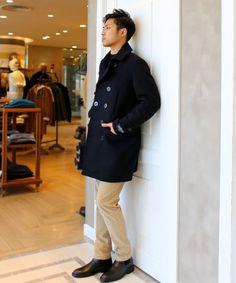 メルトンロングPコートを着用したコーディネート。秋風らしいベージュのコーデュロイパンツに、RAINFUBSのサイドゴアレインブーツが上品な仕上がり。