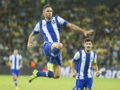 Watford defender Miguel Layun completes Porto move