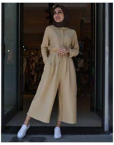 Hijab Fashion Summer, Modest Fashion Hijab, Modern Hijab Fashion, Fashion Outfits, Black Jumpsuit Outfit, Moslem Fashion, Hijab Fashionista, Casual Outfits, Tulum