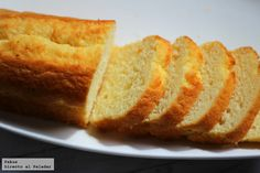El bizcocho favorito de Elvis Presley. Receta Bunt Cakes, Elvis Presley, Paella, Cornbread, Italian Recipes, Sweet Recipes, Tapas, Banana Bread, Lasagna
