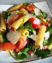 Salade de pâtes à la roquette, jambon, parmesan - Recettes à emporter, déjeuner au bureau, pique-nique
