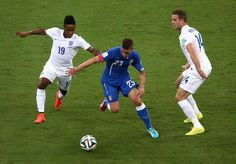 Marco Verratti of Italy controls the ball against Raheem Sterling (L) and Jordan Henderson of England during the 2014 FIFA World Cup Brazil Group D match between England and Italy at Arena Amazonia on June 14, 2014 in Manaus, Brazil.